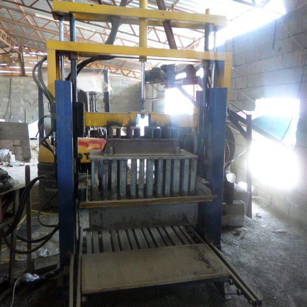 Вибропресс для производства блоков строительных (шлакоблоков)